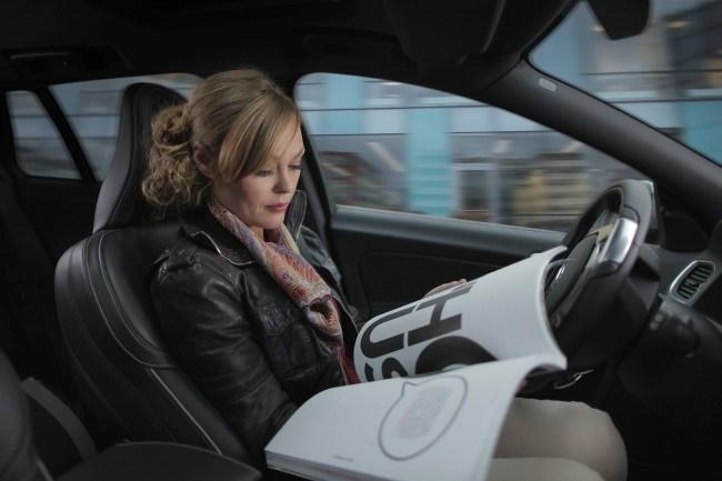 자율주행 자동차를 보는 두 개의 시선, 두 개의 비즈니스 전략을 만들다
