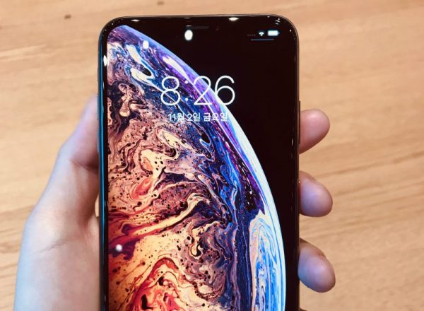 [퀴즈] 이 폰은 아이폰XS일까요 아이폰XR일까요?