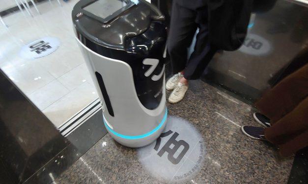 엘리베이터 타는 배달로봇과의 조우
