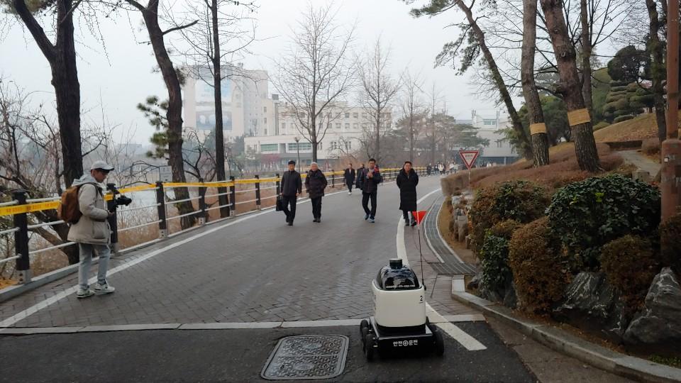 [영상 읽어 드림] 배달의민족 건대 캠퍼스 로봇 배달의 의미